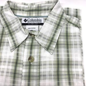 Columbia Short Sleeve green and white shirt M